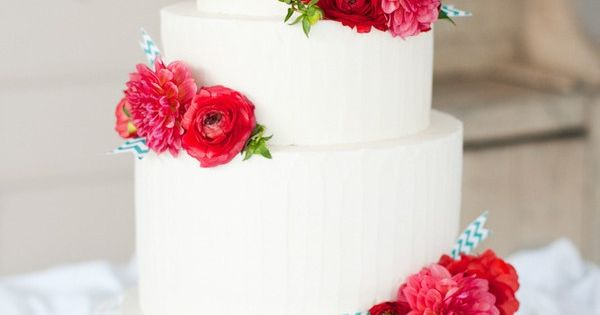simple buttercream + dahlias & ranunculus = perfection