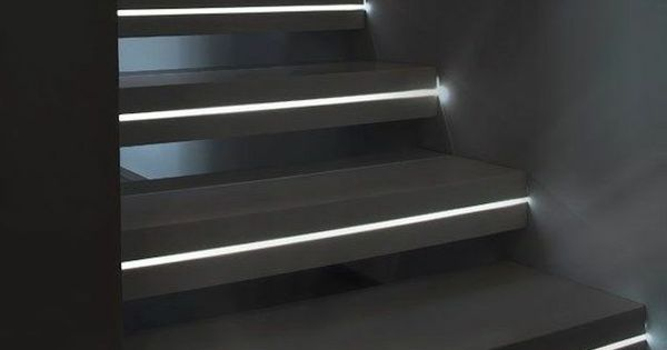 escalier int rieur quelques id es d 39 clairage moderne bande led led et escaliers. Black Bedroom Furniture Sets. Home Design Ideas