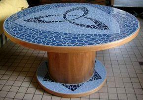 Idees Deco Bobine De Recup Table Mosaique Enrouleur De Cable Table En Mosaique