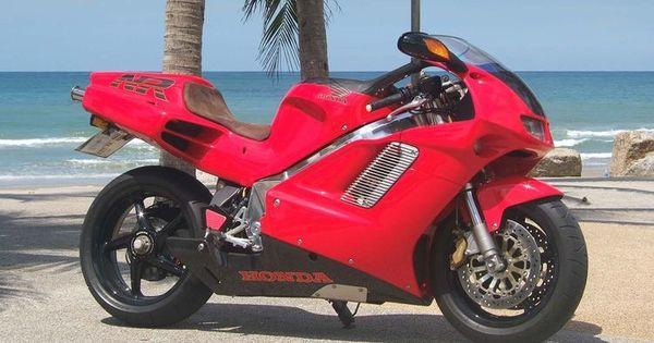De Meest Exotische Superbike Uit De Jaren Negentig V4 Met Ovale Zuigers En 8 Kleppen Per Cilinder Een Eenmalig Mecha In 2020 Honda Motorcycles Honda Honda Motorbikes