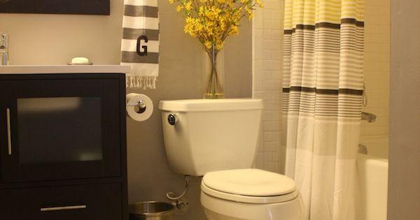 Grey and Yellow bathroom bathroom decor bathroom idea| http://beautiful-bathrooms-sabina.blogspot.com