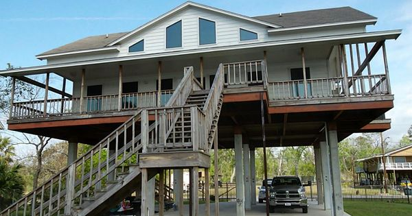 San Jacinto River House On Stilts Great Looking Houses