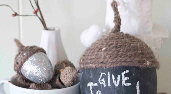 Diy thanksgiving acorn centerpiece glitter