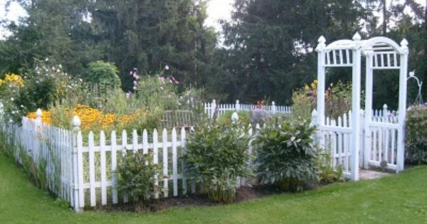 17 Best 1000 images about Picket Fence Love on Pinterest Gardens