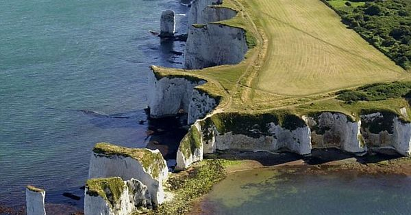 Old Harry Rocks: The Jurassic Coast in Dorset, England boasts some of