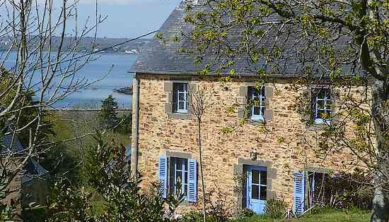 une petite maison en pierre en bord de mer en bretagne france near the ocean sounds perfect. Black Bedroom Furniture Sets. Home Design Ideas