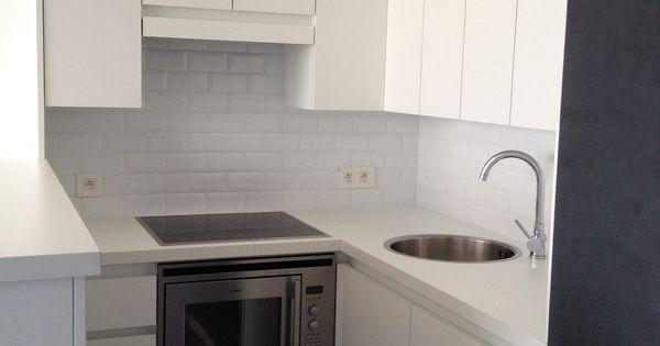 Witte Moderne Keukenstoelen : kleine praktische witte keuken Still ...