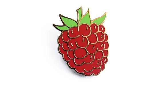 Red Enamel Pomegranate Shape Brooches For Women Fresh Fruit Lapel Pins Jewelry
