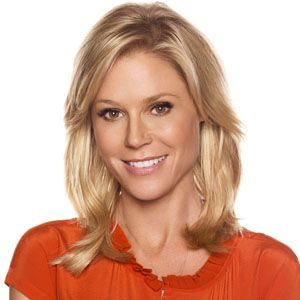Claire Dunphy Love Her Hairstyle Medium Hair Styles Hair Styles Julie Bowen Hair