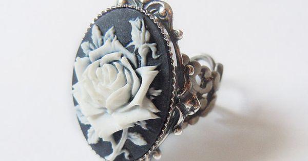Ice Queen's Rose: Elegant Gothic Lolita Ring