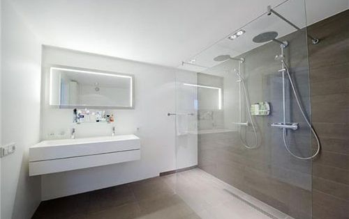 Grote moderne badkamer met dubbele douche tuin pinterest dubbele douche badkamer en zoeken - Badkamer lay outs met douche ...