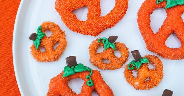 Pumpkin Pretzels -- Halloween Snacks Desserts