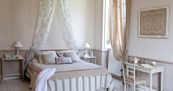 chambre romantique ciel de lit country french bedrooms. Black Bedroom Furniture Sets. Home Design Ideas