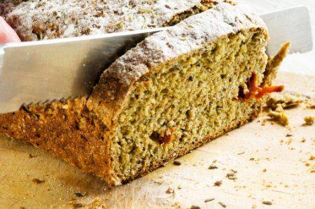 Basisch ernähren: Dinkelbrot und Hummus einfach selbst machen