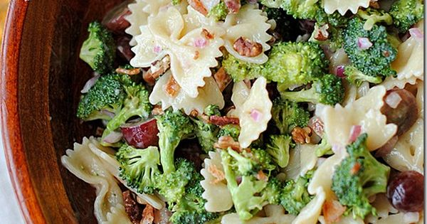 BROCCOLI GRAPE PASTA SALAD (serves 8): 1/2 (16 oz) box whole wheat