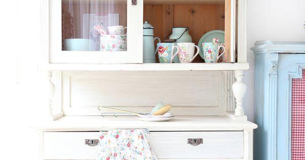 vitrinen wundersch ns buffetschrank ein designerst ck. Black Bedroom Furniture Sets. Home Design Ideas