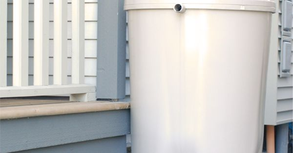 Rain Barrel Guide - great tip about keeping the mosquitos away! [Mini