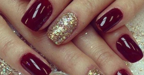 Take a look at the following 15 Holiday Nail Designs. They are