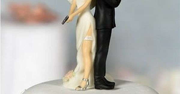 12 Funniest Wedding Cake Toppers (cake topper, wedding cake toppers, wedding toppers)