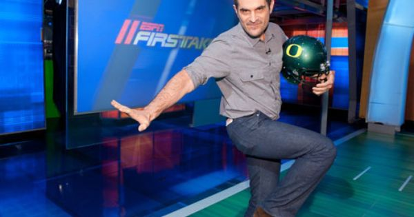 Ty Burrell Of Modern Family Fame Loves The Ducks Technically Not A U Of O Grad But He Does Hold A Degree Fr Oregon Pride Oregon Ducks Oregon Ducks Football
