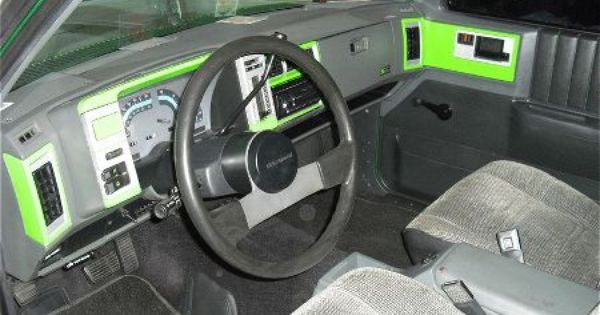 1988 Chevrolet S10 I Know Its Not Much Done Yet Im Just Getting Started On The Interior My Wife Hand Painted The Green And Silv Chevy S10 Chevrolet S10 Blazer