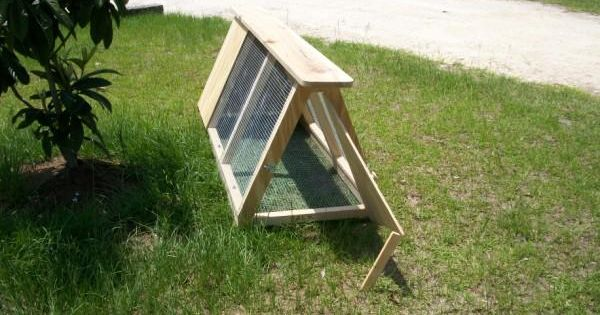 Cheap chicken coops and portable tractor pen ideas coop for Cheap chicken tractor