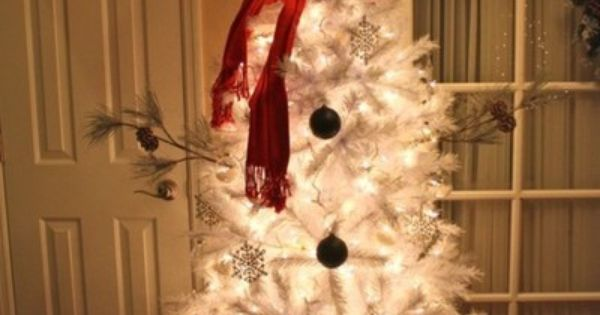 SNOWMAN CHRISTMAS TREE How cute this?! Snowman tree... would be cute outside.