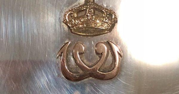 علبة سجائر من الفضه عليها تاج المملكه المصريه والحرف الأول من اسم الملك فاروق بشكل معكوس Antiques Bling Brooch