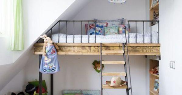 Zo overwin je de struggles van een schuin plafond roomed little one pinterest - Ruimtebesparende mezzanine ...