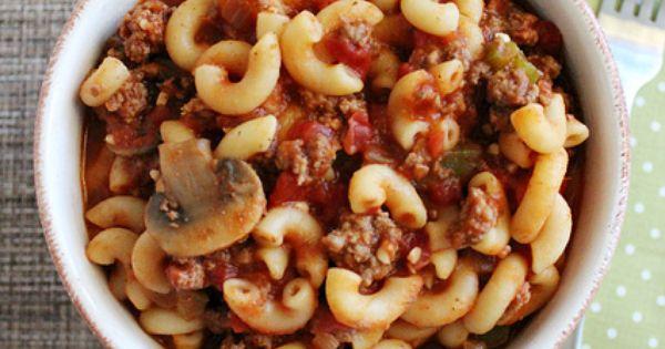 This One Pot Goulash by @lovebakesgoodcakes looks soooooo good! @JamieLBGC TomatoWellness Mushroom