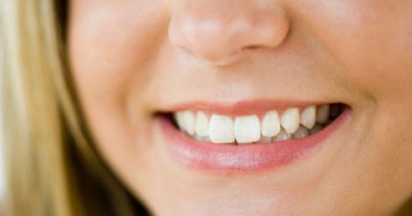 فوائد قشر الرمان للأسنان واللثة يستخدم قشر الرمان لعلاج مشاكل الفم واللثة فهو يساعد في التخلص من رائحة الفم الكريهة والتهاب اللثة وقرح الفم وذلك عن طريق إضا