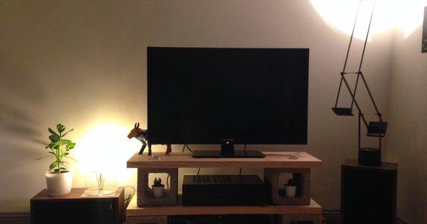 meuble tv avec parpaings et planche de bois diy diy meuble tv pinterest bricolage et tvs. Black Bedroom Furniture Sets. Home Design Ideas