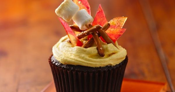 Campfire S'mores Cupcakes - how cute are these?