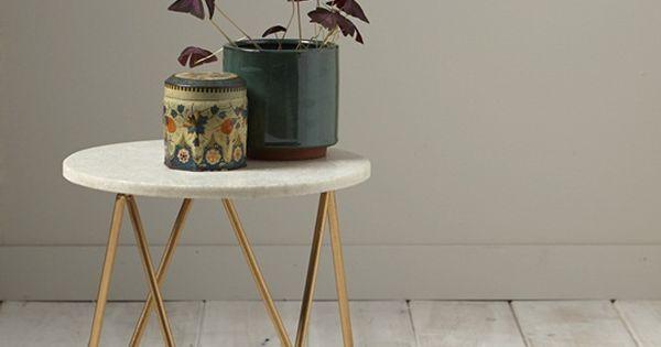 Design chic et pur pour cette table de chevet ou petite - Petite table de chevet ...