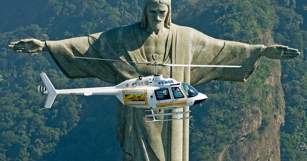 Great timing for photo, as we pass the statue - Cristo Redentor