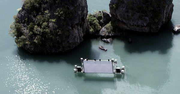 Floating theatre for the Film on the Rocks Film Festival - Koh