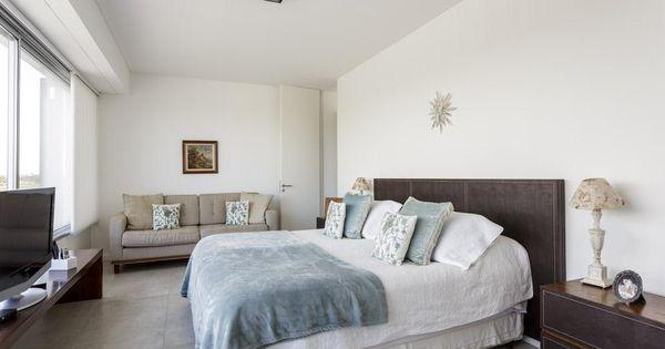 Una casa con mirada moderna cabecera de la cama tonos - Luz para leer en la cama ...