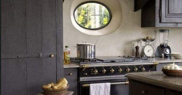 Deze prachtige landelijke keuken straalt n en al sfeer uit in deze keuken kan je niet anders - Keuken wereld thuis ...
