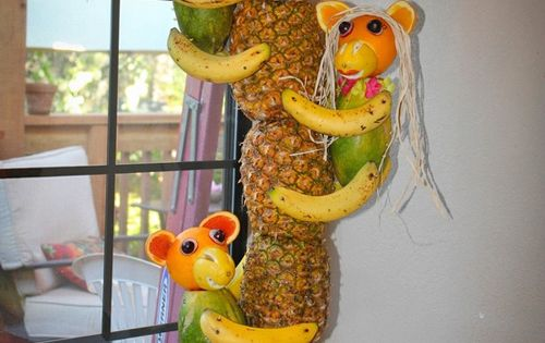 Pineapple Tree Display with Fruit Monkeys by Glorious treats.... now this is