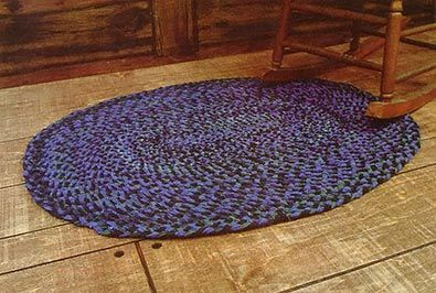 An Interwoven Braided Rug Mother Earth News Braided Rug Diy Braided Rag Rugs Braided Rugs