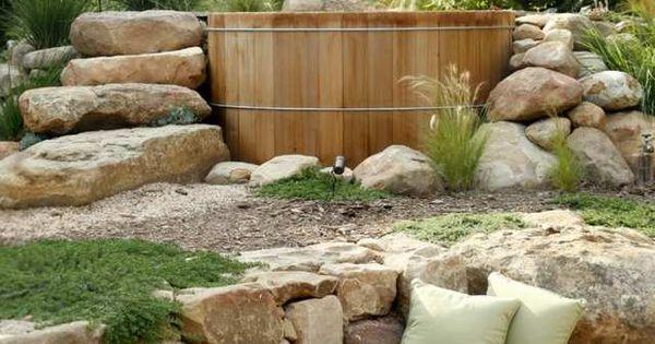 Whirlpool im garten stein treppe badefass sommer dream for Teichanlage selber bauen