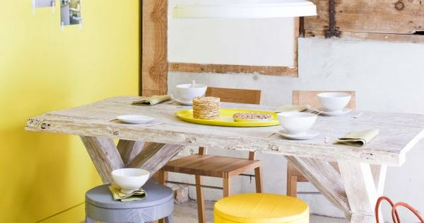 Yellow wall | Stylist Barbara Groen. Loving this breakfast nook with yellow