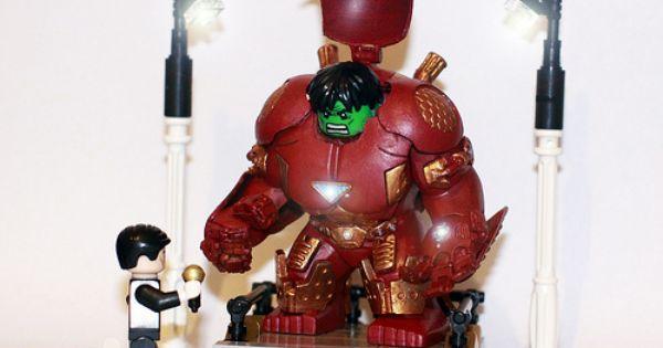 Custom Iron Man Original Armor Iron Man Minifigure on lego bricks