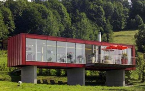 freistehend haus rot fassade metall container glas veranda containerhaus pinterest haus. Black Bedroom Furniture Sets. Home Design Ideas