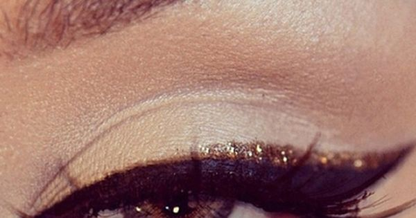 glitter and gold decorations | Black & Gold Glitter Eye Makeup for