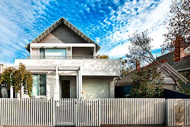 Modern Picket Fence With Automatic Sliding Gate Facade House