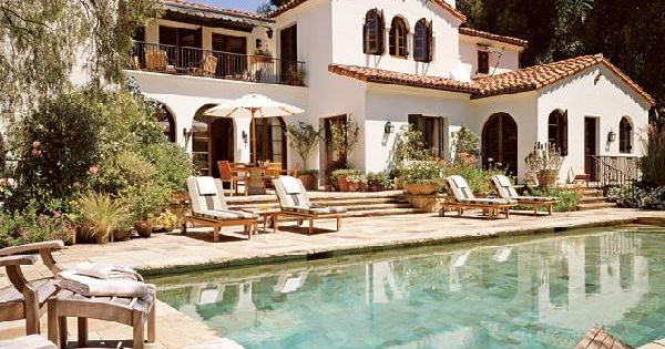 I love this Spanish home style!