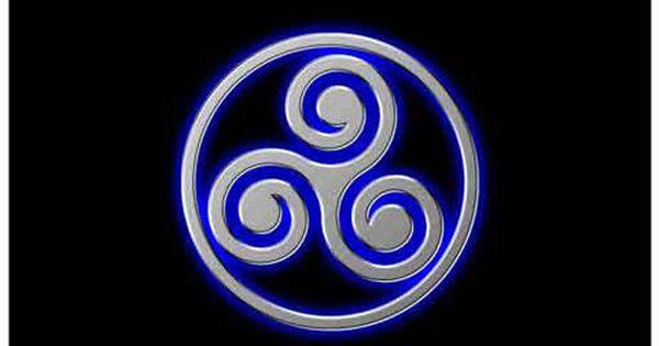 Según La Cultura Celta El Trisquel Representa La Evolución Y El Crecimiento Representa El Equilibrio Entre Cuerpo Mente Y Espíritu Manifi Celtic Tatoos Art