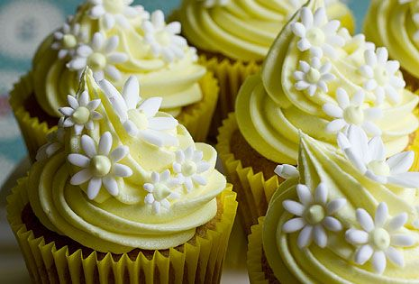 Easter cupcake - spring cupcake ideas - Easter tabletop decor - Easter