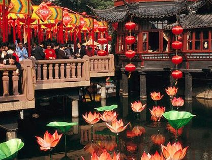 Yuyuan Garden tea house In Shanghai, China • photo: Justin Guariglia on